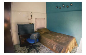 small room with a blue wall and white wall of conexion gdl