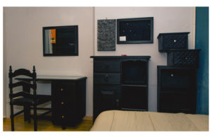 Beautifull student room with black furniture very colorful conexion gdl casa maribel